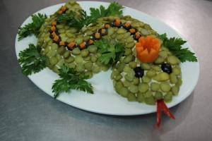 салат ЗМЕЙКА с тунцом, картофелем, плавленым сыром и корнишонами