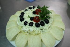салат ПОДСОЛНУХ с говядиной,грибами и плавленым сыром